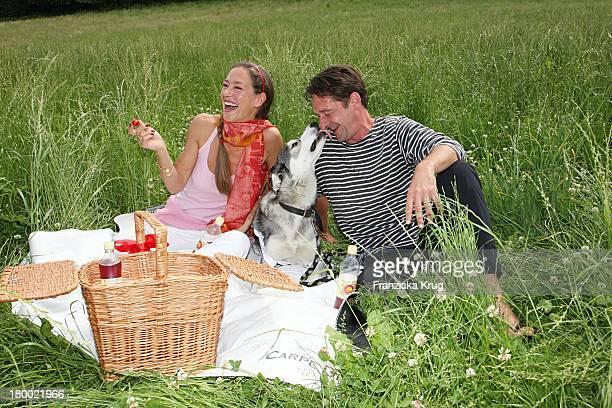 Lisa Seitz Und Max Tidof Und Hund Lilly Bei Der Ersten Etappe Vom Grossen Grenzverkehr 2007 In Amerang Am 150607