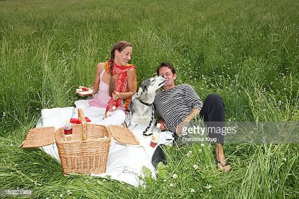 """Lisa Seitz Und Max Tidof Und Hund Lilly Bei Der Ersten Etappe Vom """"Grossen Grenzverkehr 2007"""" In Amerang Am 150607 ."""