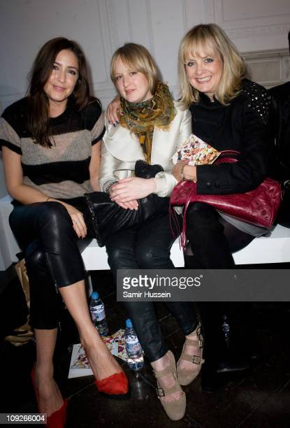 Lisa Snowdon Carly Lawson and Twiggy Lawson attend the Sass Bide London Fashion Week Autumn/Winter 2011 show at Il Bottaccio on February 18 2011 in...