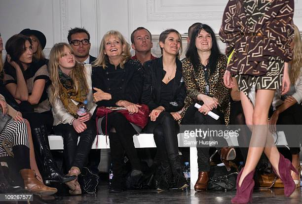 Lisa Snowdon Carly Lawson Twiggy Lawson and Alison Mosshart attend the Sass Bide London Fashion Week Autumn/Winter 2011 show at Il Bottaccio on...