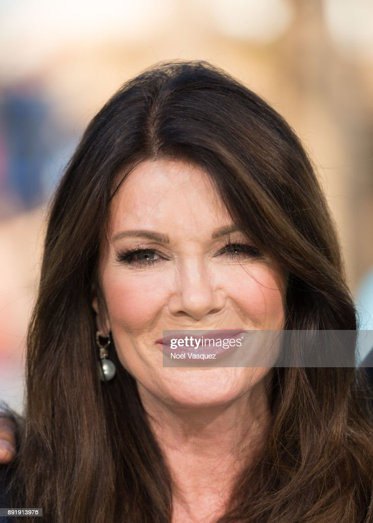 "Lisa Vanderpump Visits ""Extra"""