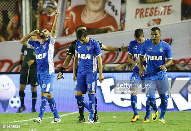 Lisandro Lopez of Racing Club celebrates with his teammates after scoring the tying goal during the 4th round match between Independiente and Racing...
