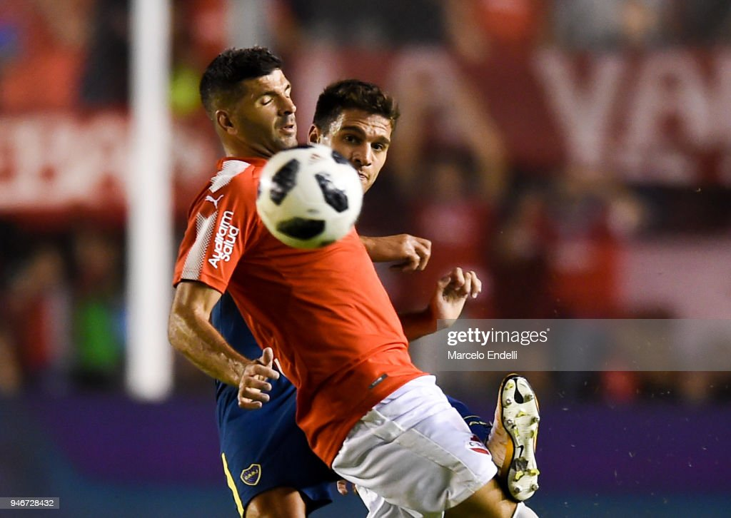 Lisandro Magallan of Boca Juniors fights for the ball with Emmanuel Gigliotti of Independiente during a match between Independiente and Boca Juniors as part of Superliga 2017/18 at Libertadores de America Stadium on April 15, 2018 in Buenos Aires, Argentina.