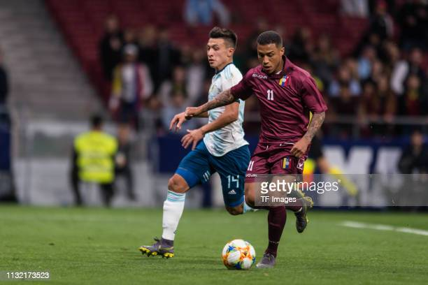 Lisandro Martinez of Argentina and Darwin Machis of Venezuela battle for the ball during the International Friendly match between Argentina and...