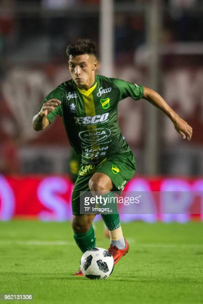 Lisandro Martinez of Defensa y Justicia controls the ball during a match between Independiente and Defensa y Justicia as part of Superliga 2017/18 at...