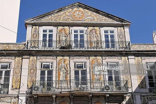CONTENT] Lisboa Lisbon city historic architecture art house casa balcony paintwork urban