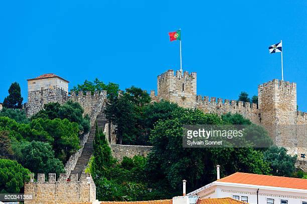 lisbon, castle of sao jorge - bandeira de portugal imagens e fotografias de stock