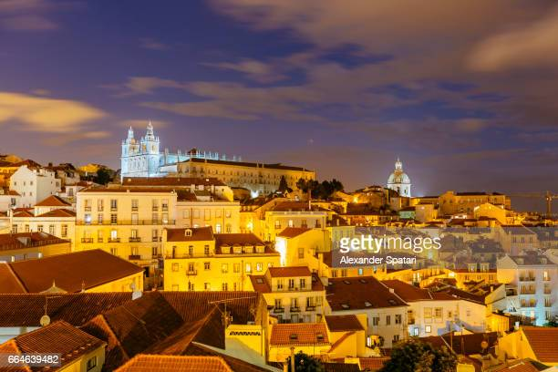 lisbon cityscape illuminated at night, portugal - provincie lissabon stockfoto's en -beelden