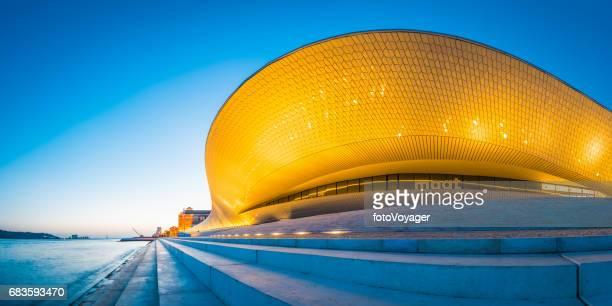 lisboa maat museo arquitectura arte tecnología iluminada costanera panorama portugal - edificio de eventos fotografías e imágenes de stock