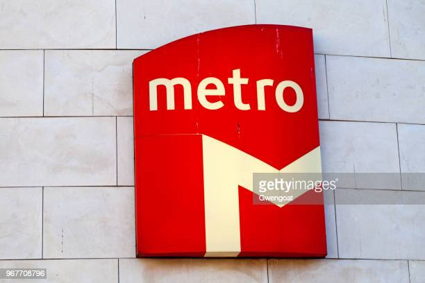 lisbon metro sign - gwengoat stock pictures, royalty-free photos & images