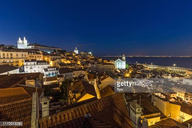 lisbon old town with igreja de são vicente de fora (portugal) - provincie lissabon stockfoto's en -beelden
