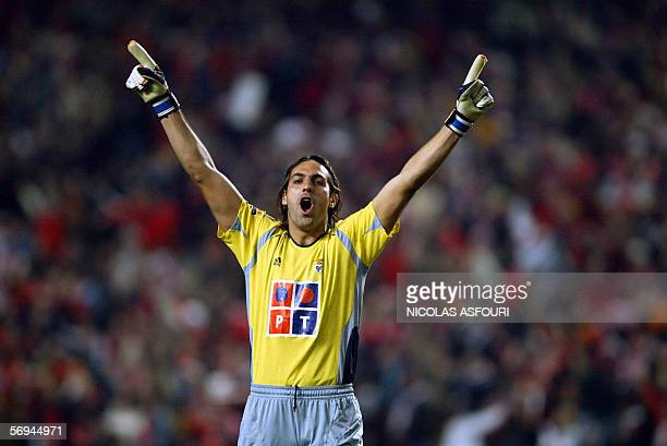Benfica's Brazilian goalkeeper Marcelo Moretto celebrates as Laurent Robert scores the opening goal at the Luz stadium in Lisbon 26 February 2006,...