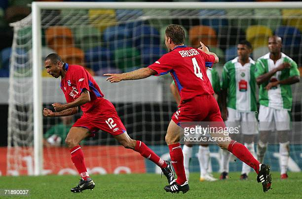 Heerenveen's Brazilian striker Afonso Alves celebrates after scoring a goal on a free kick against Vitoria Setubal during the UEFA Cup first round...