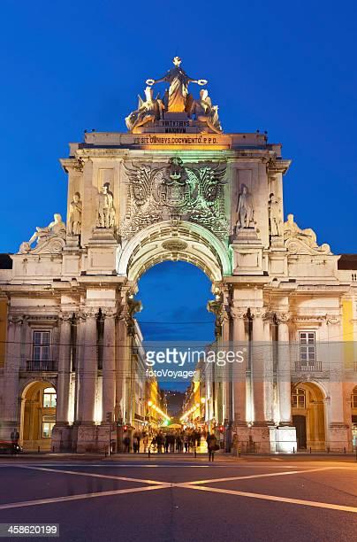 lisboa praça do comércio praça do palácio iluminado arco portugal - praça do comércio imagens e fotografias de stock