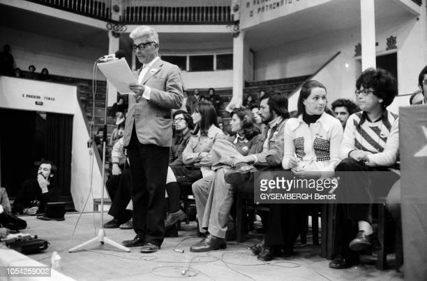 Lisbonne Portugal 12 avril 1975 Meeting électoral du MES dans le cadre de la campagne pour l'élection législative du 25 avril en vue de former une...
