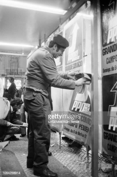 Lisbonne Portugal 1er avril 1975 Les débuts de la campagne électorale pour l'élection législative du 25 avril en vue de former une Assemblée...