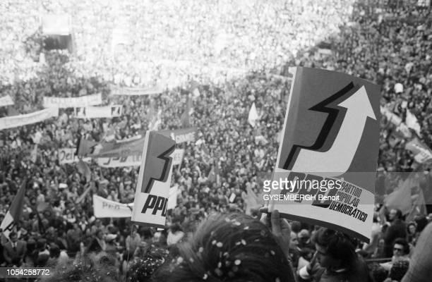 Lisbonne Portugal 5 avril 1975 Meeting électoral du Parti populaire démocratique aux arènes de Campo Pequeno dans le cadre de la campagne pour...