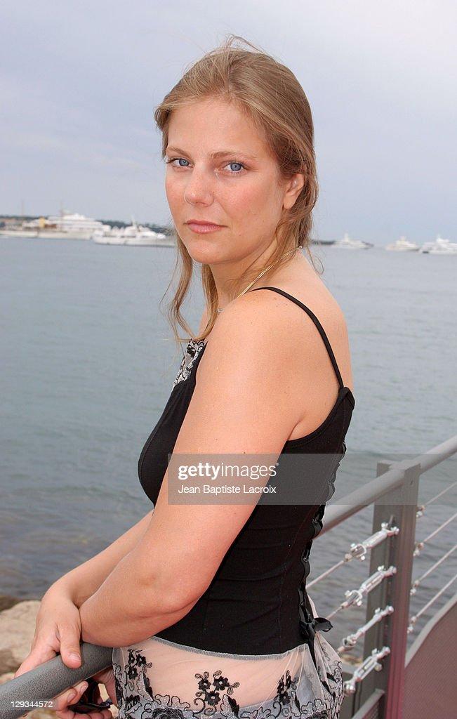 Lise Bellynck Nude Photos 19