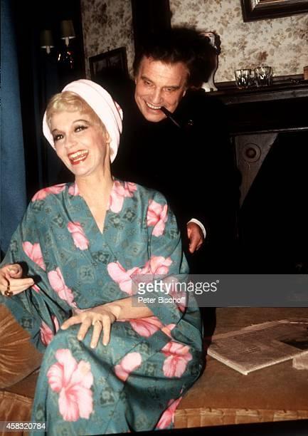 """Liselotte """"Lilo"""" Pulver, Ehemann Helmut Schmid, Theaterstück """"Lauf doch nicht immer weg"""" 1983 in Bremen, Deutschland."""