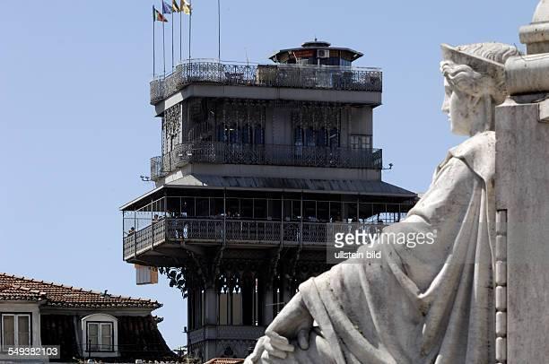 Lissabon Aussichtsplattform des Elevador de Santa Justa auch Elevador do Carmo genannt Der 45 m hohe Personenaufzug verbindet die Baixa mit dem...