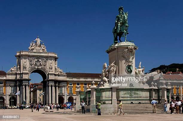 Lissabon Der neu gestaltete Praca do Comercio mit der Reiterstatue Jose I. Und dem Arco da Rua Augusta im Stadtteil Baixa.