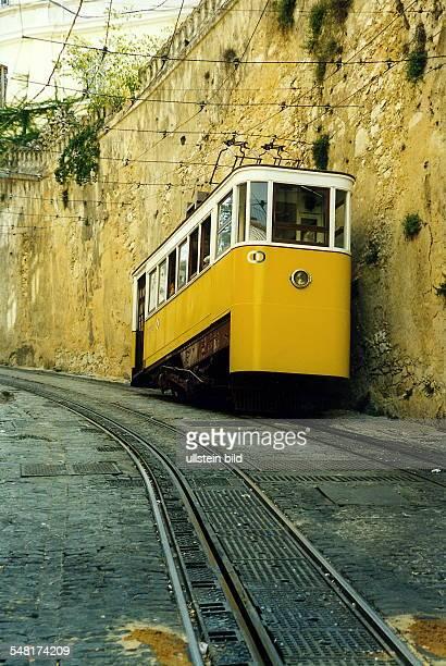Lissabon: Strassenbahn in der Altstadt - September 1999