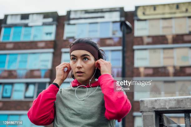 listening to music while running - individuality stock pictures, royalty-free photos & images