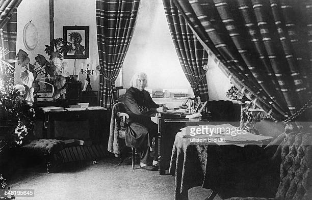Liszt Franz Composer Pianist Hungary *2210181131071886 Portrait in his appartment in Weimar um 1884 Vintage property of ullstein bild