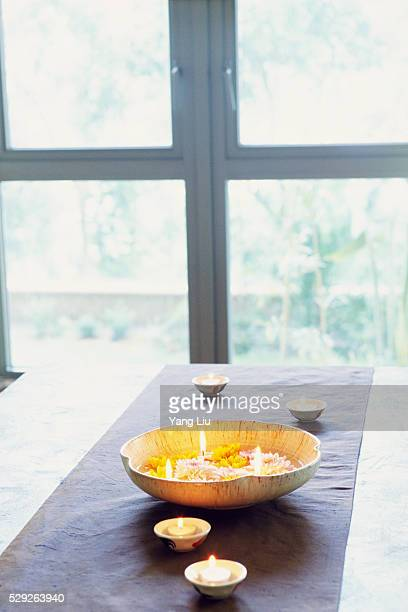 lit candles in bowls - cero foto e immagini stock