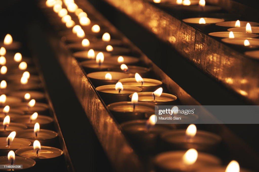 Lit candles : Stockfoto