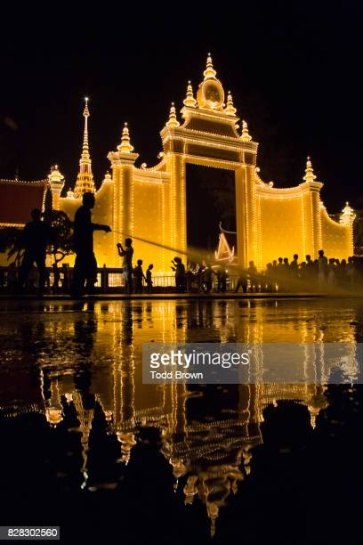 lit funeral pyre during king father sihanouk's funeral - norodom sihanouk stock pictures, royalty-free photos & images