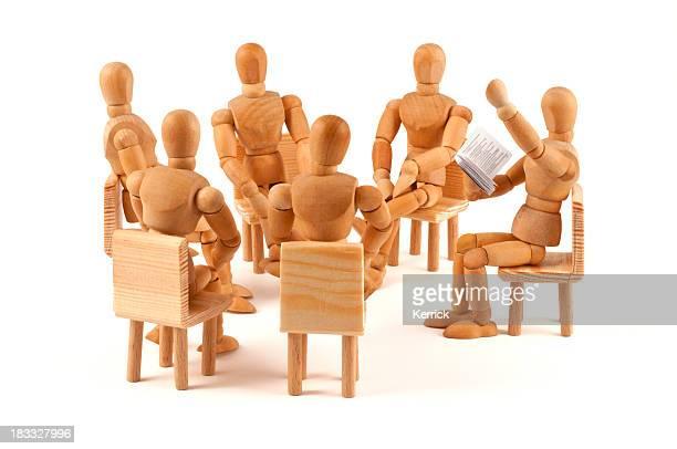 Literarily reading-Kreis auf Holz-Puppen Zuhören