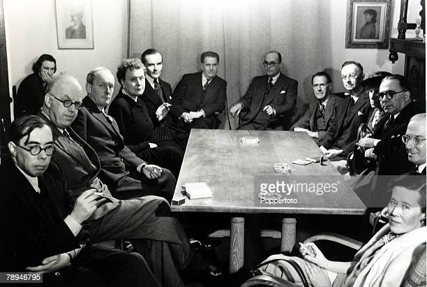 1949 The scene at the Pen Club London where writers critics and publishers meet Leftright Walter Allen CPSnow HEBates Noelle Stresatfield William...