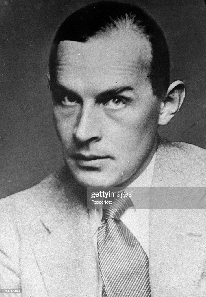 Literature. pic: circa 1940's. Erich Maria Remarque, (1898-1970) German author. portrait. : News Photo