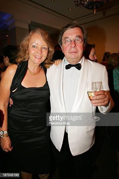 Literaturkritiker Hellmuth Karasek Und Seine Ehefrau Armgard SeegersKarasek Bei Der Verleihung Der Gala Spa Awards Im Brenner'S Park Hotel In Baden...
