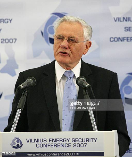 Lithuanian President Valdas Adamkus delivers a speech during the opening of the Energy Security Conference 2007 in Vilnius 11 October 2007. Adamkus...