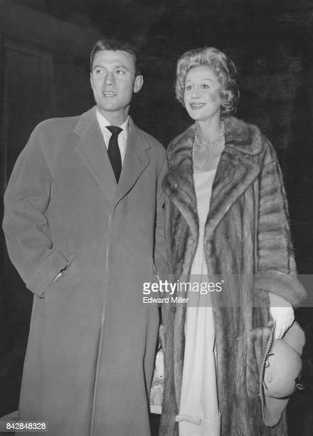 Lithuanianborn actor Laurence Harvey and his wife English actress Margaret Leighton arrive at Waterloo Station in London on the 'United States' boat...