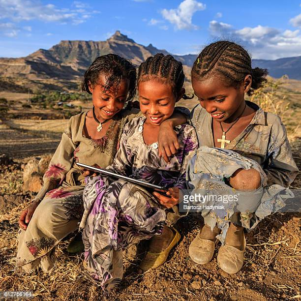 little african girls using digital tablet, east africa - áfrica del este fotografías e imágenes de stock