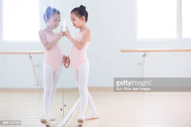 little ballet dancer - ballettstudio stock-fotos und bilder