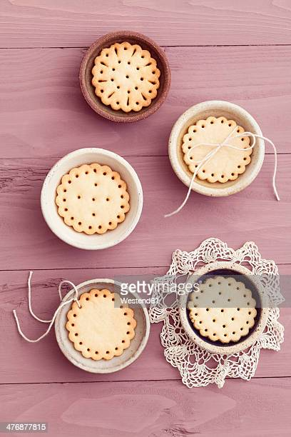 Little bowls with butter cookies with peekaboo design
