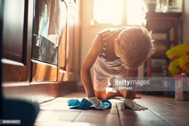 little boy cleaning floor - kids with cleaning rubber gloves stock pictures, royalty-free photos & images