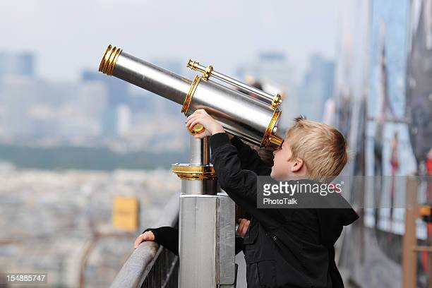 little boy discovery by telescope - xlarge - gustave eiffel stock pictures, royalty-free photos & images
