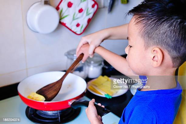 Little boy fried French toast