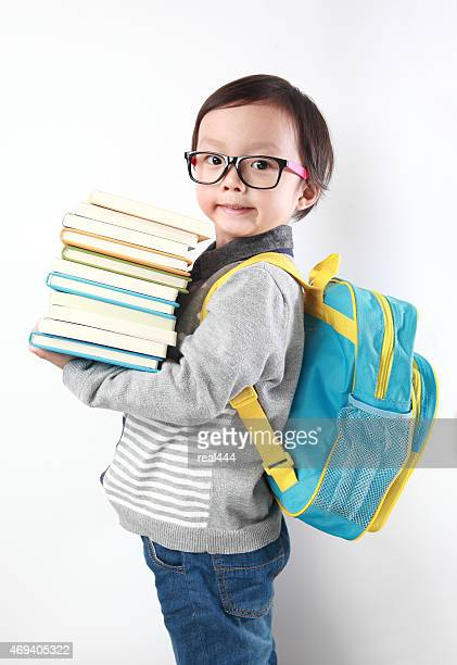Kleiner Junge in die Schule gehen