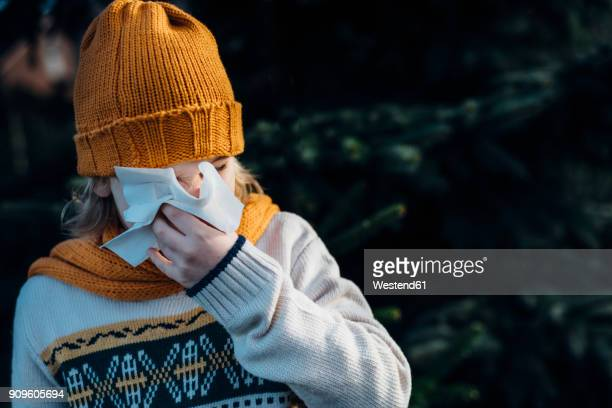 little boy having a cold, blowing his nose - handkerchief - fotografias e filmes do acervo