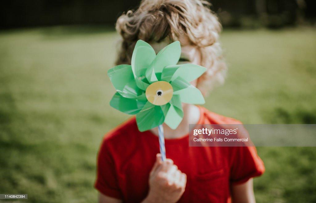 Little boy holding Windmill : ストックフォト