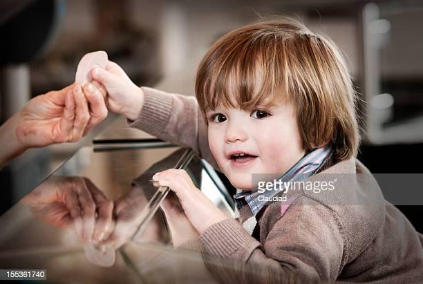 Kleine Junge in den Schlächtern shop