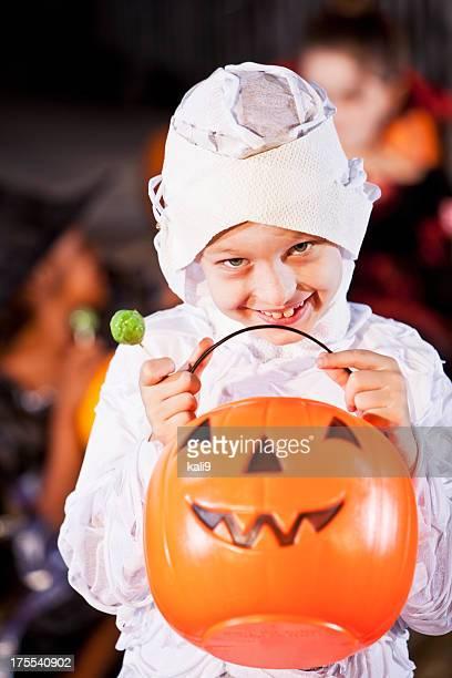 Little boy en halloween disfraz