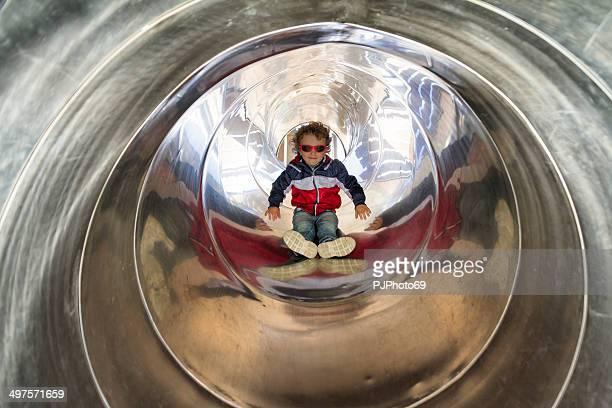 ragazzino nel tunnel diapositiva - pjphoto69 foto e immagini stock