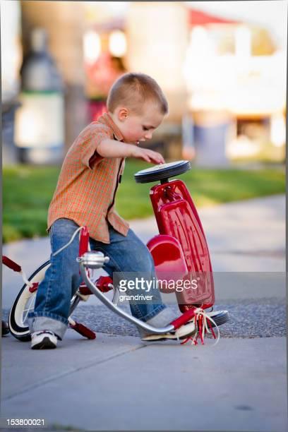 Petit garçon Tricycle Épave